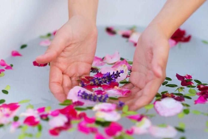 come preparare un bagno alle erbe aromatiche e medicinali